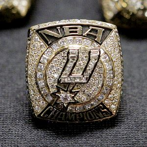 nba_ap_spurs_ring_2007
